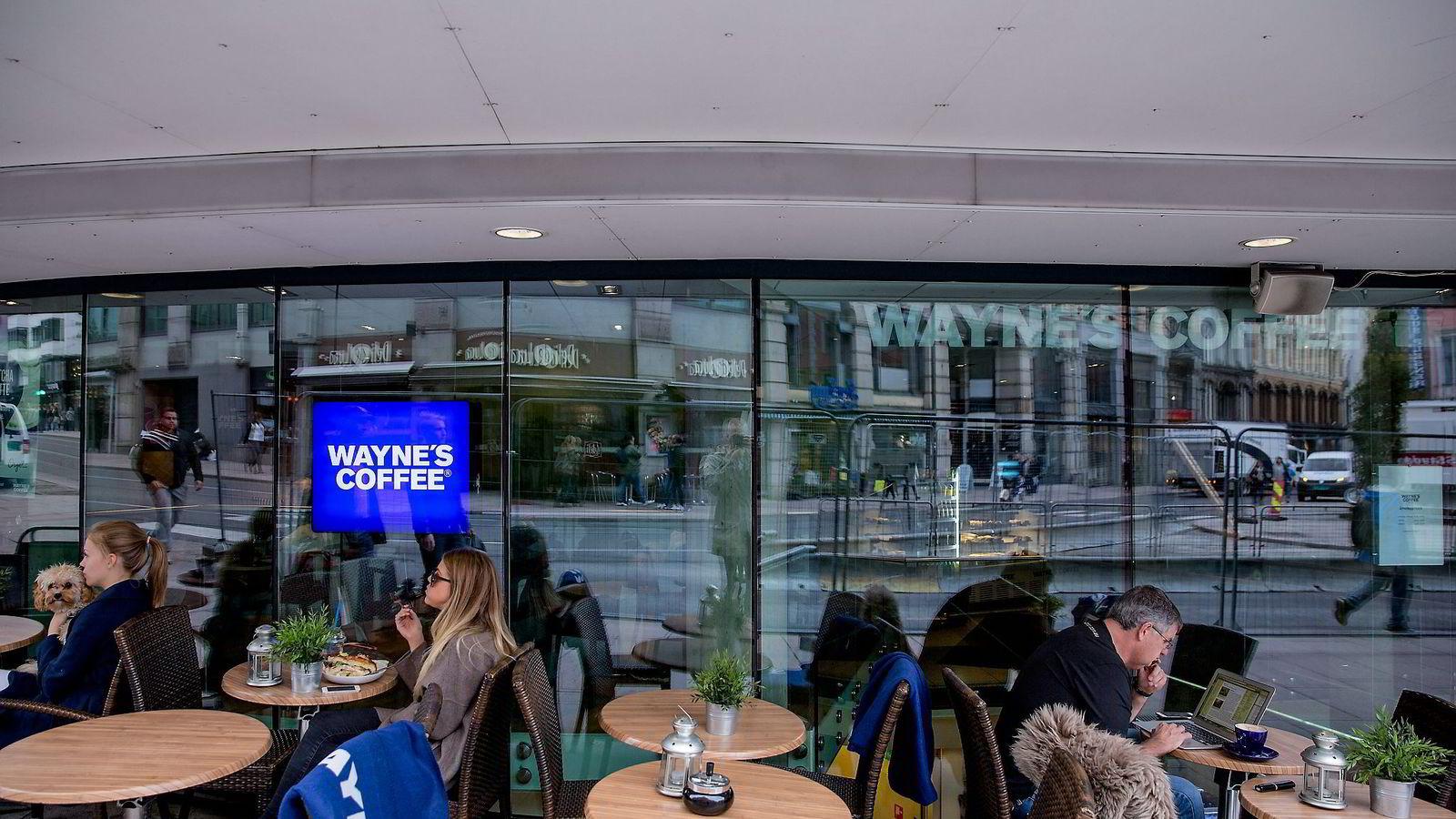 Selvaag-familien er den desidert største eieren bak selskapet som sitter med rettighetene til Wayne's coffee i Norge. Her fra Wayne's coffee i Grensen i Oslo, hvor kaffebarene ligger på rad og rekke. Foto: Fredrik Bjerknes