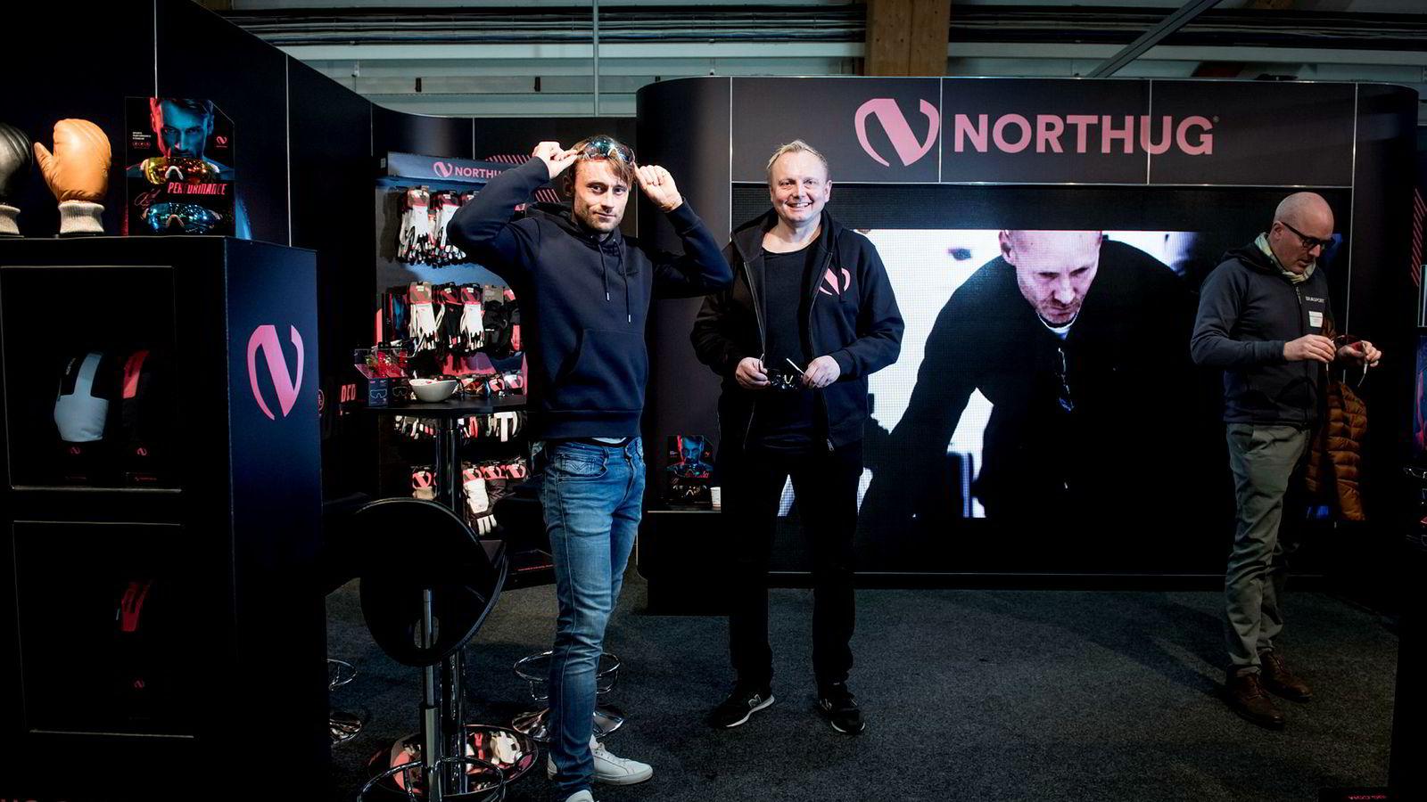 Petter Northug lanserer egen kolleksjon. Mannen bak er Jon Inge Gullikstad (midten), som også står bak produktene til Vegard Ulvang, Therese Johaug og Kygo.