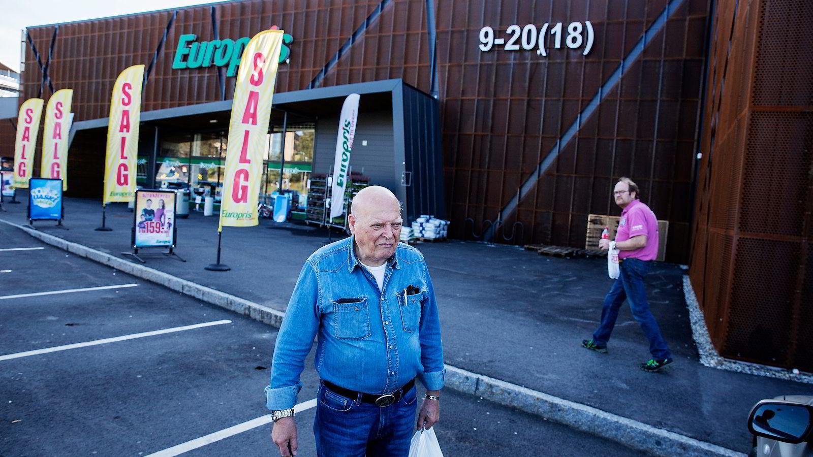 Per Westbø (81) synes «big box»-konseptet er ålreit, men at butikkene er ganske like.  Alle foto: Fredrik Bjerknes