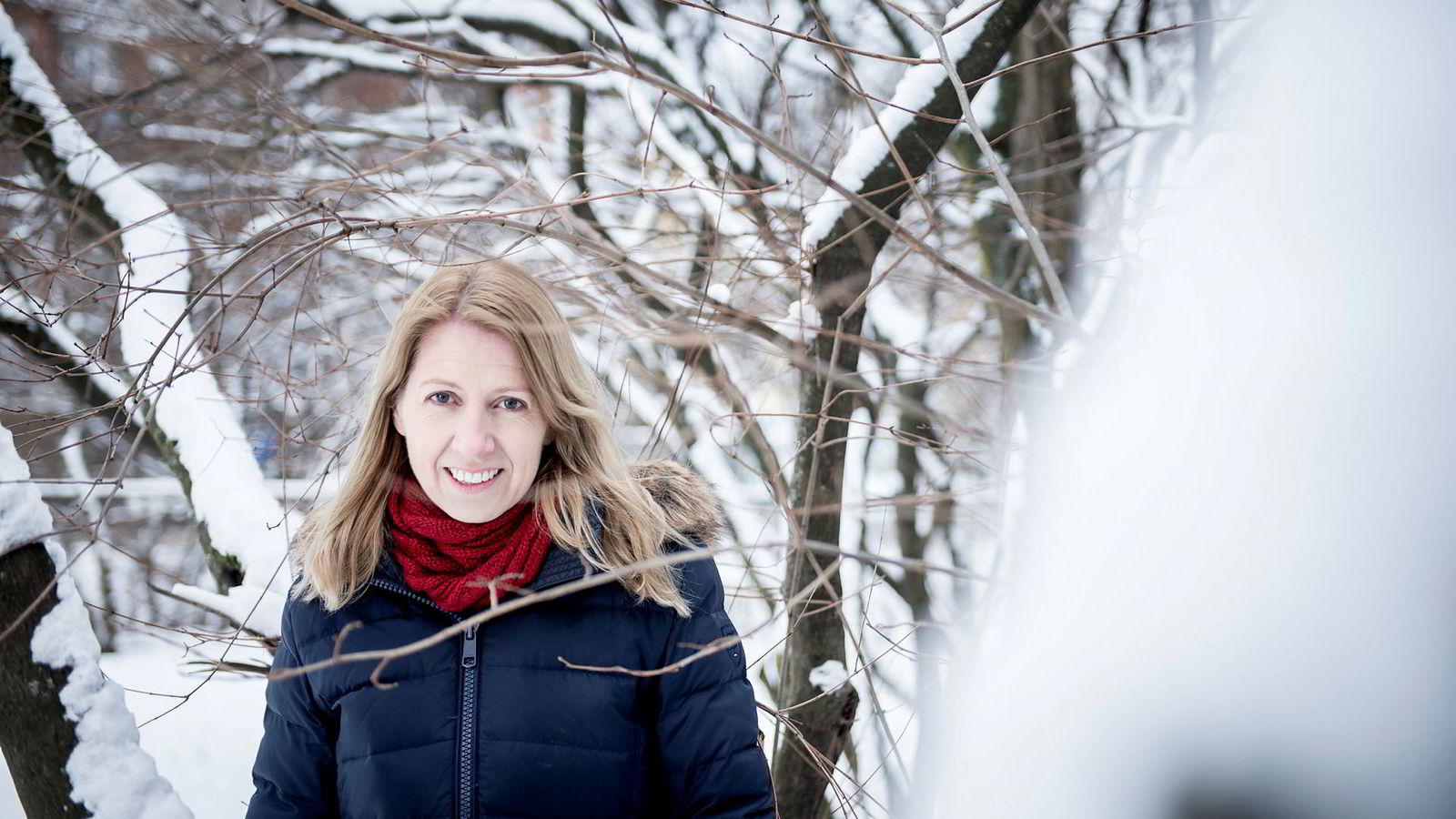 Mina Gerhardsen er kommunikasjonsdirektør i Norad, og har skrevet boken «Å lykkes med taler». En praktisk håndbok i å skrive og fremføre store og små taler.