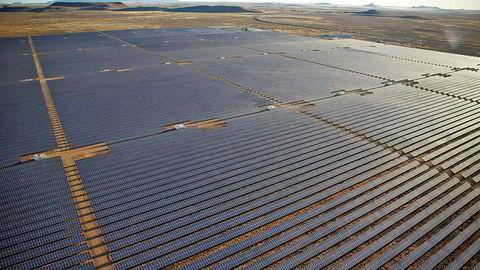 Scatec Solar har allerede lyktes i afrikanske land. På ni måneder etablerte solenergiselskapet Scatec Solar det som da var det sørlige Afrikas største solcellepark i Sør-Afrika. Her fra Kalkbult i Sør-Afrika.