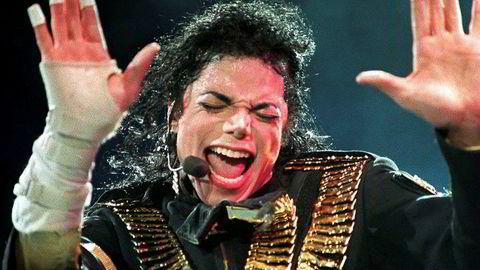 Michael Jackson blir fortsatt å høre på NRKs flater fremover. Her fra en konsert i Singapore i 1993.