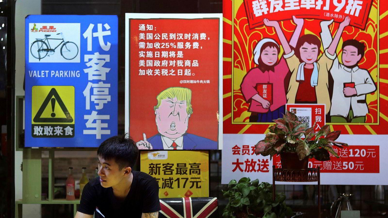 Kina kommer ikke til å sitte stille å se på den nye straffetollen som USAs president Donald Trump kunngjorde natt til tirsdag norsk tid.