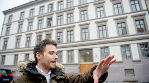 I denne gården i Københavngata på Grünerløkka skulle Tony Hesjevik flytte inn sammen med sin gravide samboer, men på overtagelsen oppdaget han at leiligheten var langt mindre enn oppgitt i annonsen.