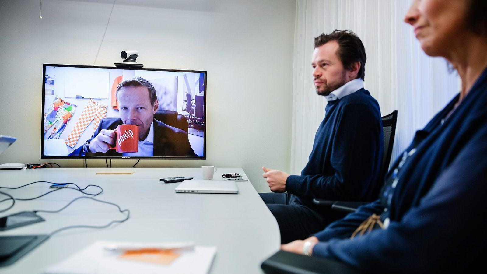 New York og Fornebu: Åsmund Olav Fodstad leder norske Pexips 15 kontorer fra New York, mens Anders Løkke og Irene Kristiansen jobber fra «Video Valley» i Oslo-området. Foto: Per Thrana