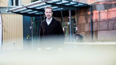 Ansvarlig redaktør Kristoffer Egeberg i Faktisk.no har ikke betenkeligheter med kontrakten som Faktisk.no har inngått med Facebook, men er kjent med at noen svenske medier har vært skeptiske.