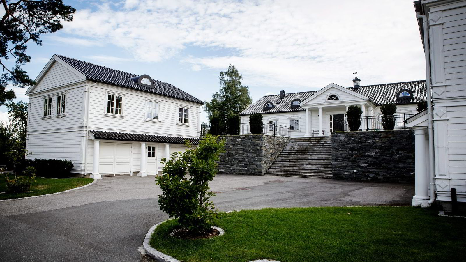 TAPTE I RETTEN. Nesøya-boligen Arne Vigeland kjøpte for 13 millioner kroner i 2006 kan bli tvangssolgt. Den tidligere fondsforvalteren tapte nylig begge tvangssalgssakene i Borgarting lagmannsrett. Begge foto: Gunnar Blöndal