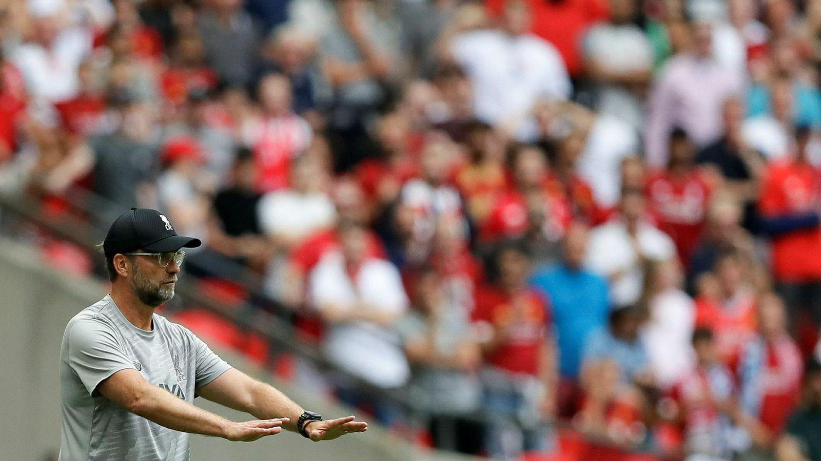 Jürgen Klopp, her i aksjon mot Manchester City søndag, blir å se på stadig flere TV-skjermer denne sesongen.
