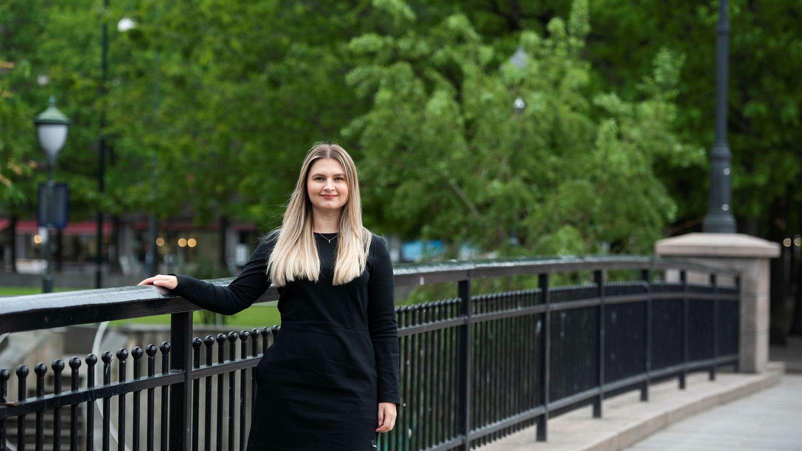 Alisa Mujanic er utdannet statsviter og har i snart tre år jobbet med cybersikkerhet i Telenor Group.