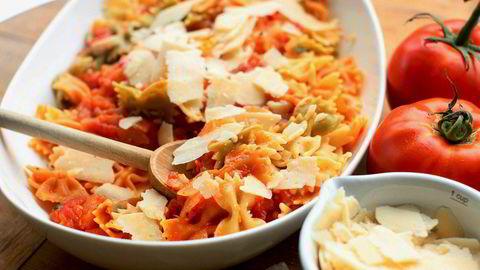 Pasta med tomatsaus er en rimelig og god middag.