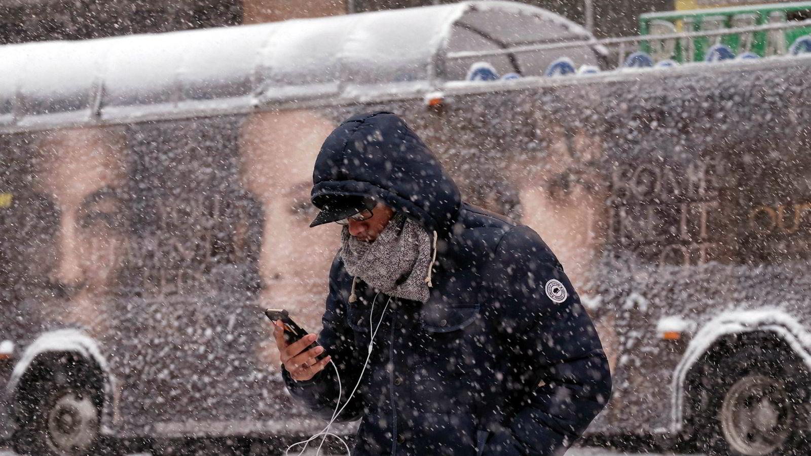 Smarttelefon og kulde er en uheldig kombo, noe mange amerikanere har fått erfare under den pågående kuldebølgen i landet.