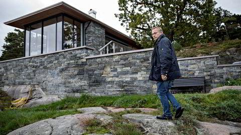 Suksess. Rune Breili, sivilarkitekt og faglig leder i Breili & Partnere MNAL, har i løpet av ti år blitt en av de mest brukte arkitektene for pengesterke hytteeiere på ferieøyene Tjøme og Hvasser i Vestfold. I sommer har det stormet rundt ham og firmaet.