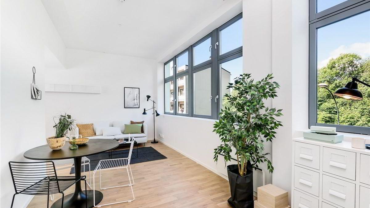Denne 45 kvadratmeter store leiligheten på Torshov ble onsdag solgt til 3,85 millioner kroner pluss en fellesgjeld på 180.000 kroner.