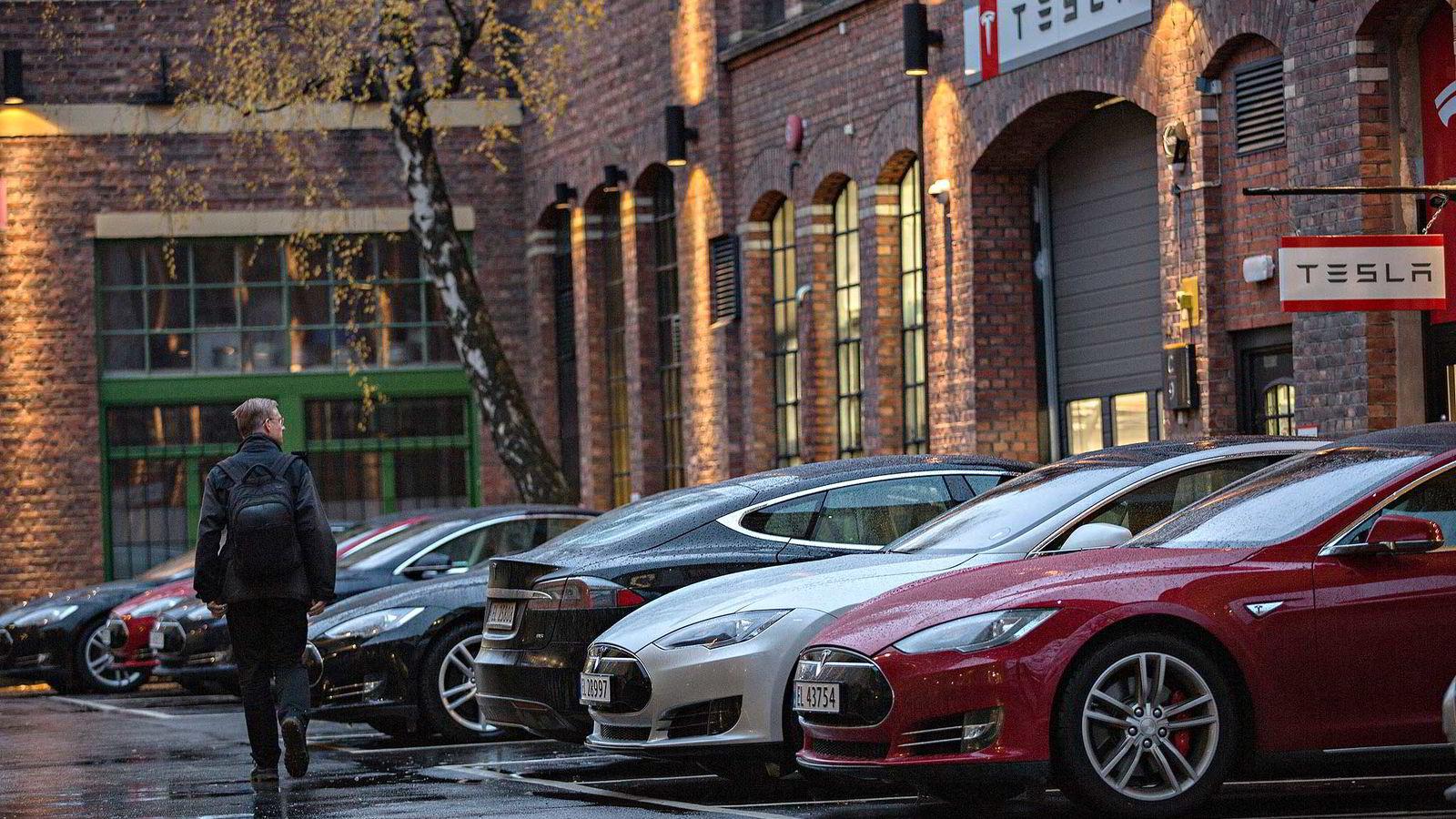 Tesla er en stor elbilvinner i Norge. her fra selskapets butikk på Skøyen i Oslo.               Foto: Aleksander Nordahl