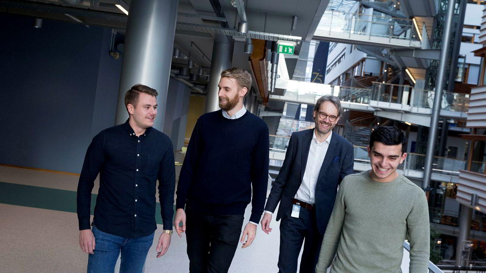 Det er mange økonomer blant landets fremste gründere og BI er godt representert ved (fra venstre) student Martin Flatset Kanck (22), daglig leder i Flexify Thorvald Thorsnes, som har satt sammen listen, Tor Haugnes ved BI og student Adriatik Håti (26).