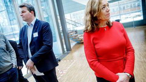 NHO-sjef Kristin Skogen Lund og LO-sjef Hans-Christian Gabrielsen da de tidligere denne måneden møttes for å overlevere krav for lønnsoppgjøret.