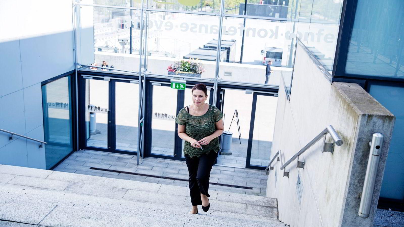 Stortingspolitiker Heidi Nordby Lunde (H) mener vi må slutte å kriminalisere Uber og heller sørge for reguleringer som gir like vilkår. Foto: Fredrik Bjerknes