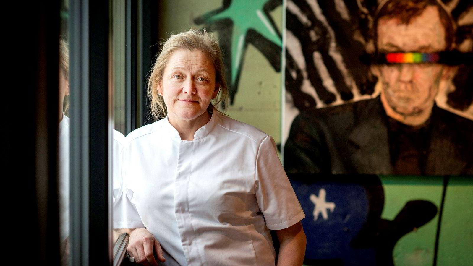 Heidi Bjerkan, eier av restauranten Credo i Trondheim, lurte på om politiet og Skatteetaten var helt gale da 14 personer troppet opp på den fulle restauranten for å drive tilsyn i flere timer.