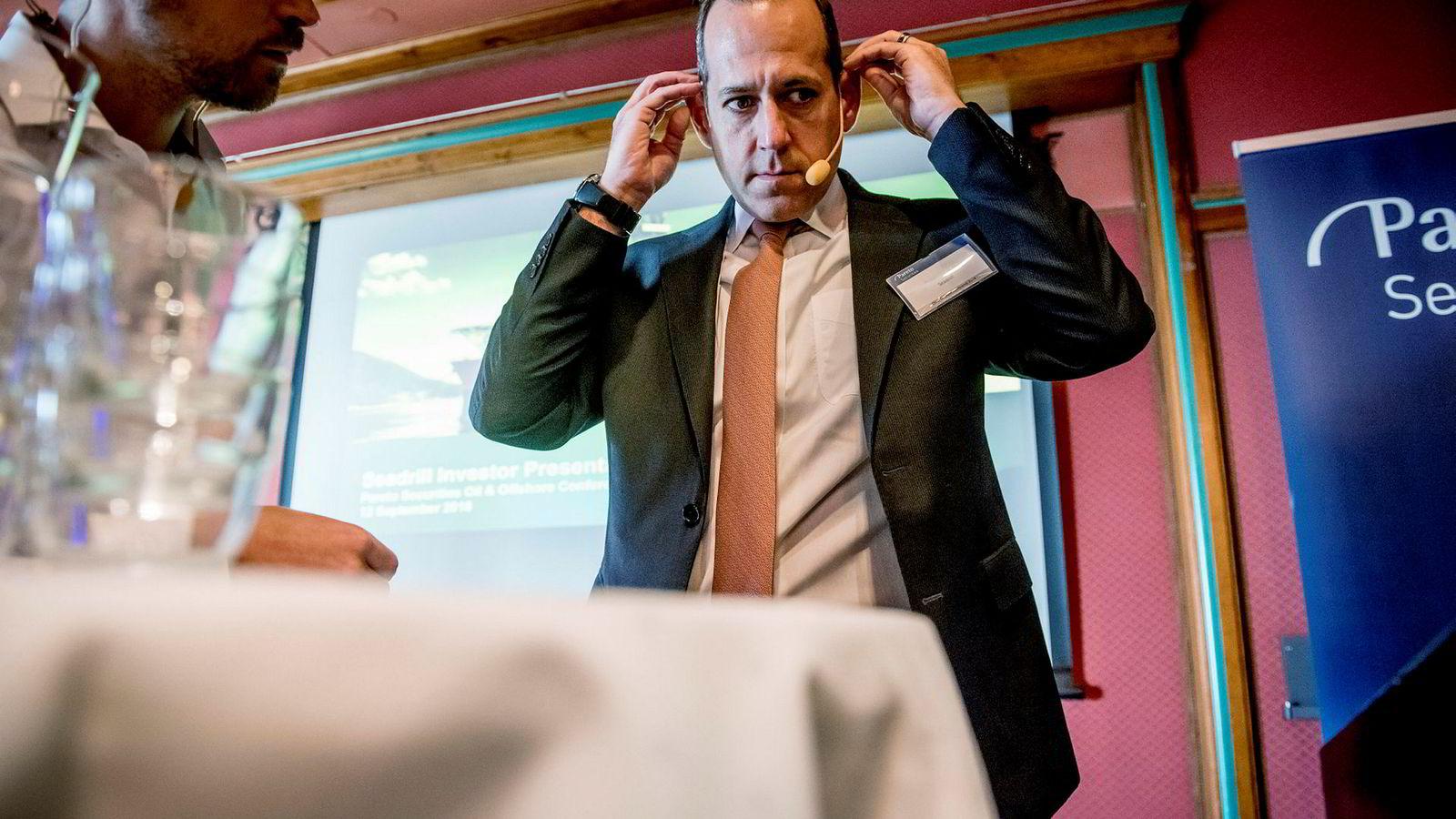 Seadrill-sjef Anton Dibowitz sier at selskapet ikke vil gå inn i lange kontrakter på dagens rater.