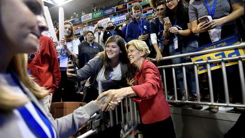 Democratic 2020 U.S. presidential candidate and U.S. Senator Elizabeth Warren (D-MA) greets supporters at the New Hampshire Democratic Party state convention in Manchester, New Hampshire, U.S. September 7, 2019. REUTERS/Gretchen Ertl ---