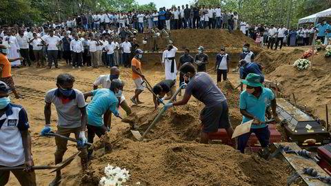 Onsdag var det massebegravelser av ofre etter påskens terrorangrep i Sri Lanka.
