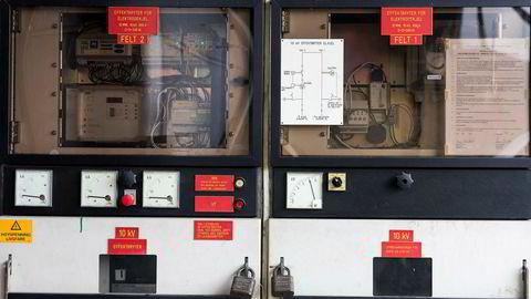 Industribedriften Dynea er blant norske kraftkunder som har hatt avtale med Los Energy om å skru ned sitt eget kraftforbruk når det er knapphet i markedet, en tjeneste bedriften får ekstra betalt for. Her er effektbryterne der strøm utenfra kobles til ved behov.
