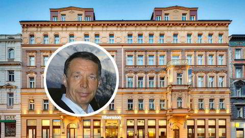 Dette hotellet i Praha skal gi Wenaasgruppen og toppsjef Lars Wenaas (innfelt) mer penger i kassen i år.