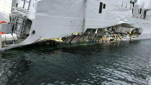 Skadene på KNM «Helge Ingstad» etter kollisjonen med tankskipet «Sola TS» er godt synlige.