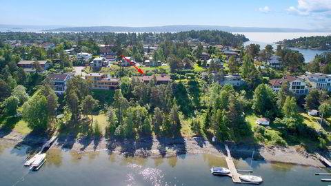 VARSLER SØKSMÅL. Luksuseiendommen på Langodden, Snarøya ble solgt for 26 millioner kroner tirsdag. Nå vurderer den som kuppet eiendommen for 20 millioner kroner tidligere i år søksmål mot selger og eiendomsmegler. Foto: Zovenfra/ Nordvik&Partners