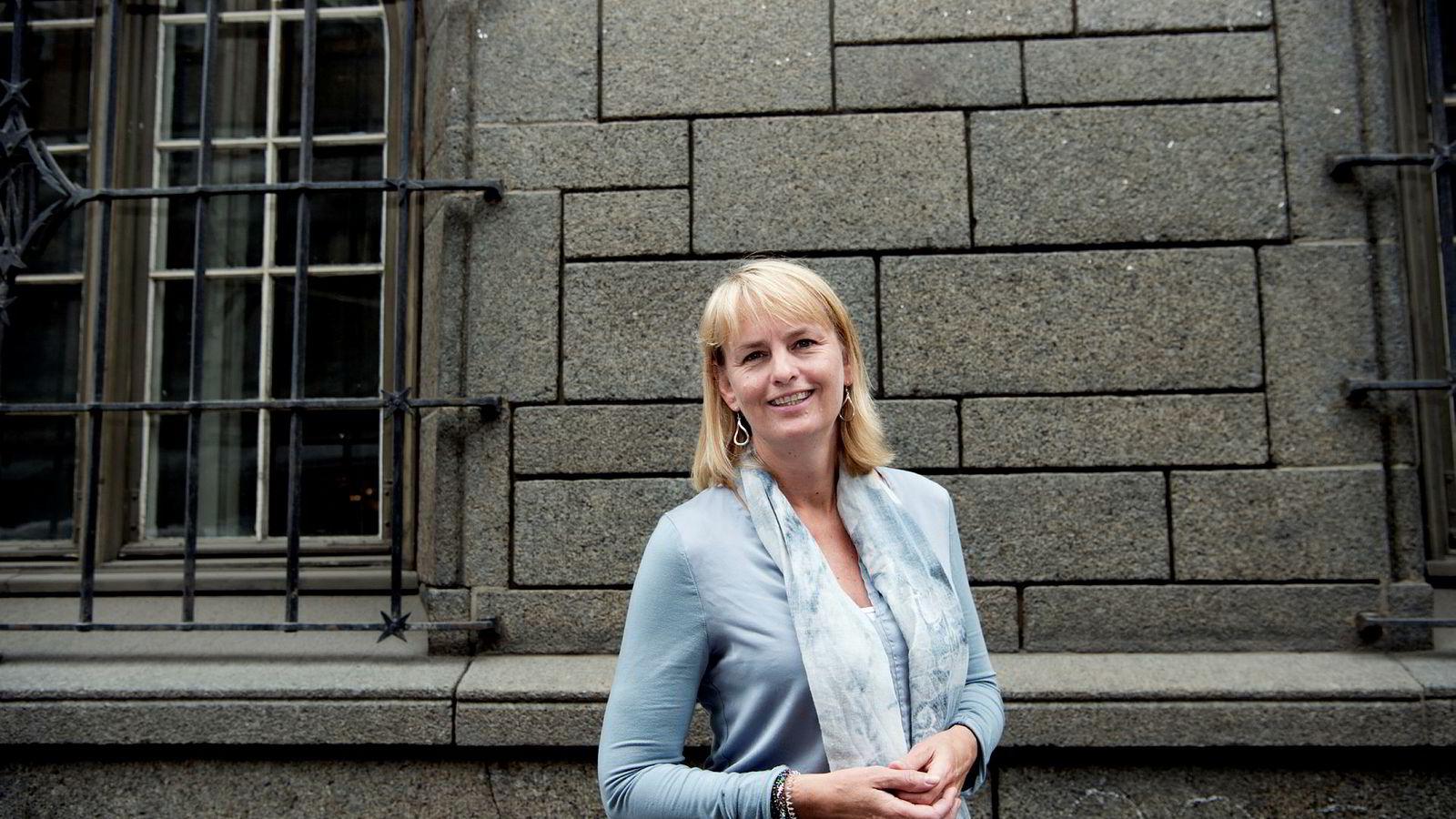 Randi S. Øgrey, administrerende direktør i Mediebedriftenes Landsforbund. MBL åpner for dyrere NRK-lisens for å finansiere avgiftsfritak.