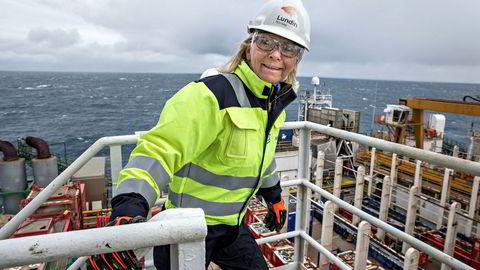 Norgessjef Kristin Færøvik i Lundin sier til DN at usikkerheten er redusert etter produksjonstesten. Bildet er fra et besøk på boreriggen Leiv Eiriksson under prøveboringen av Alta-funnet i 2016.