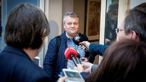 Leder av Fellesforbundet, Jørn Eggum, på vei inn til mekling hos Riksmekleren. Foto: