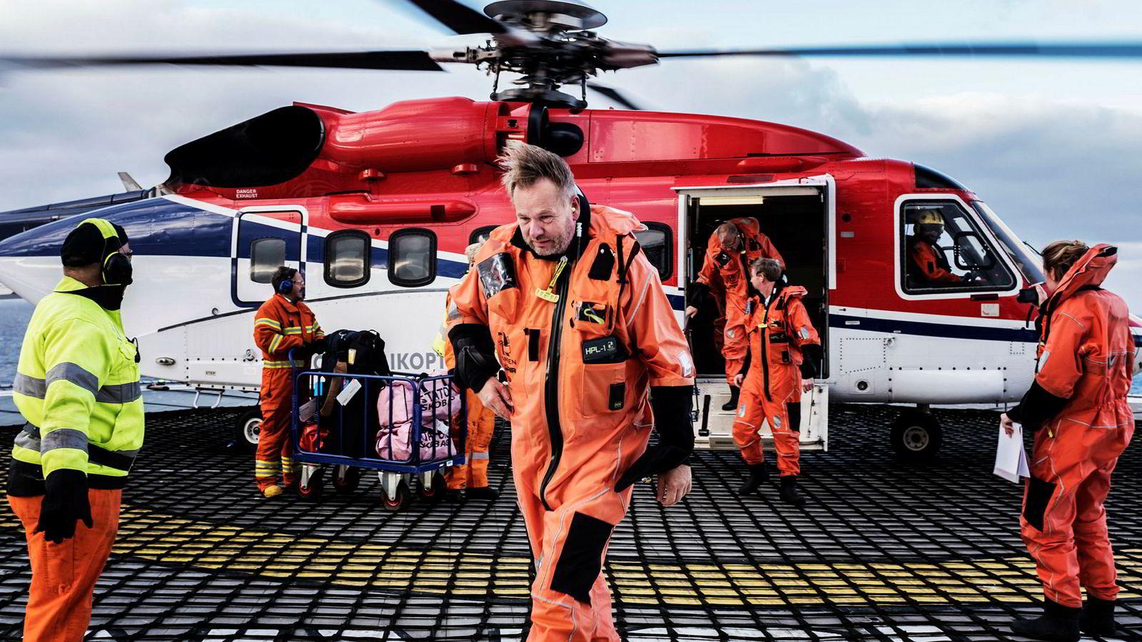 Administrerende direktør Ole Ertvaag (i midten) i Hitecvision kan notere seg for tidenes gevinst for oppkjøpsfondet. Her er han offshore i forbindelse med oppkjøpet av Exxons opererte felt i Norge.