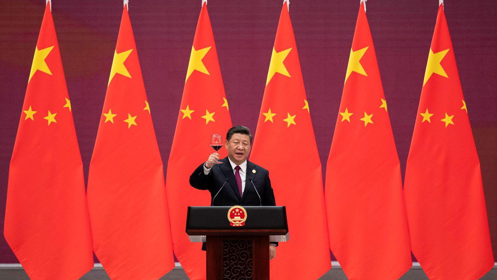 Kinas president Xi Jinping skåler til statslederne som deltok på en konferanse om Kinas nye silkevei i Beijing i forrige uke.