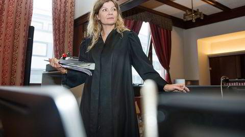 Statsadvokat Birgitte Løvlund startet dagen med å hevde meddommer Rune Andre Falch inhabil. Foto: Carina Johansen
