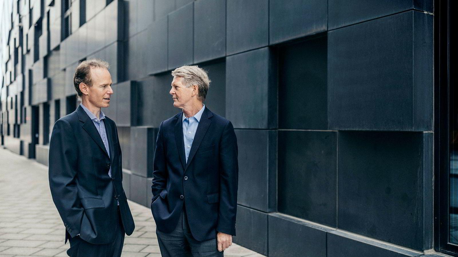 Aksjestrateg Paul Harper (til venstre) i DNB Markets og analysesjef Morten Jensen.