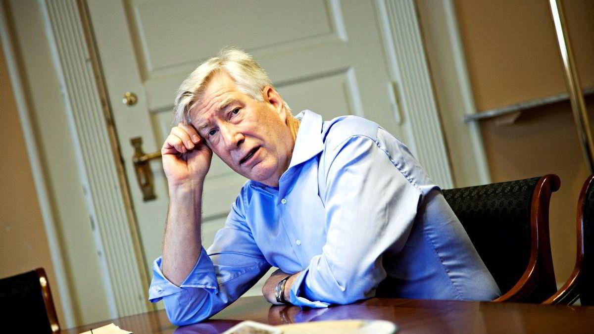 Sigbjørn Johnsens hodepine er at han, til stor kontrast fra  land rundt oss, har mye penger å forvalte.
