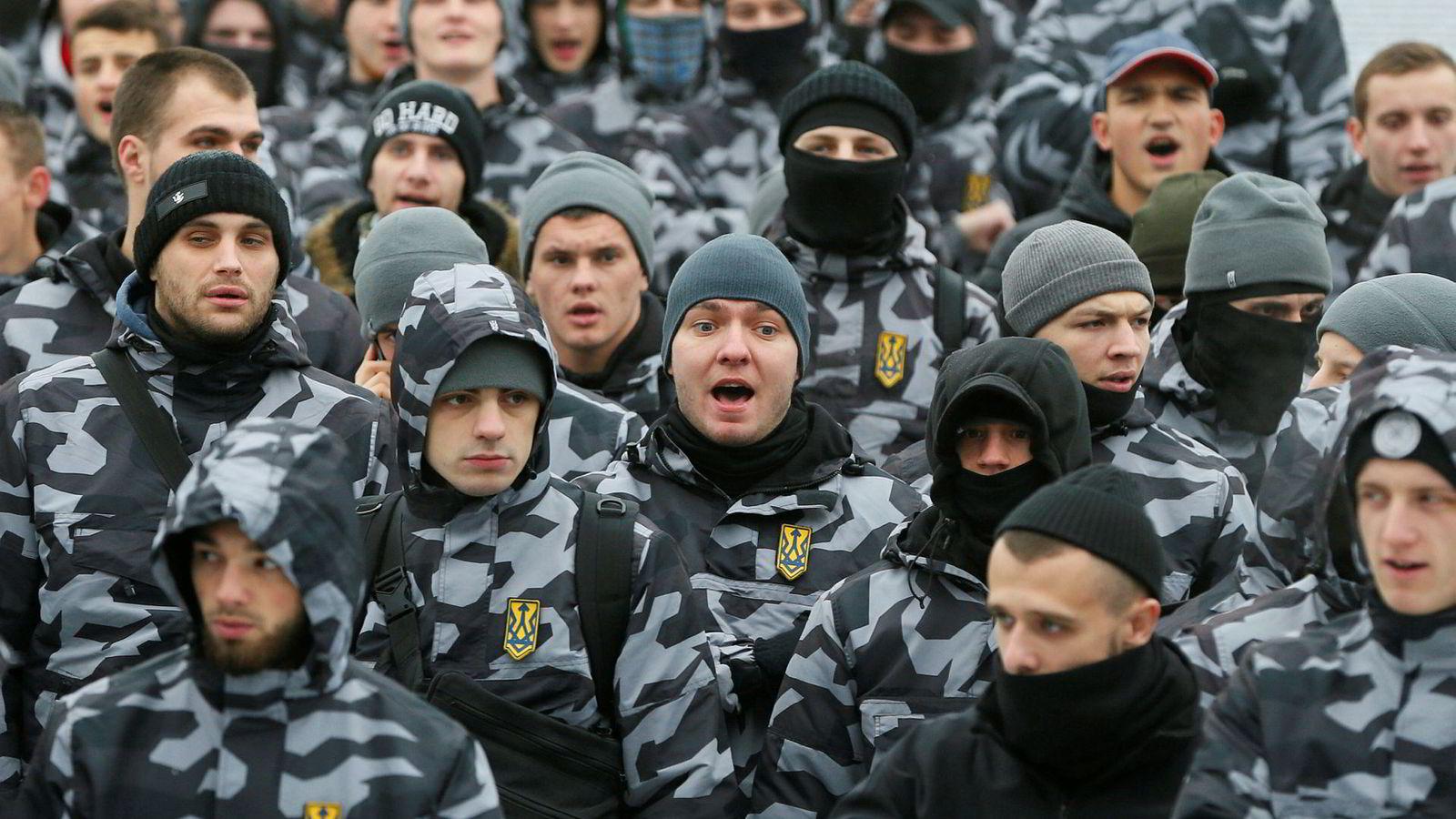 Aktivister fra ytre høyre i Ukraina demonstrerte mandag til støtte for landets marine.
