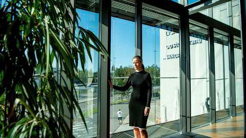 Banksjef Caroline Johansen i Storebrand tilbyr Norges laveste tiårige fastrente, men har strenge regler for å betale ut rentegevinst til kunden dersom avtalen sies opp før tiden.