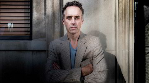 Denne uken var den katteaktige psykologen og profeten Jordan B. Peterson i Oslo for å forelese. I salen satt 90 prosent menn. Hva ser de i Peterson, og hvorfor har så mange andre så sterke meninger om ham?