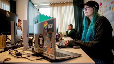 Sikkerhetsspesialist og software-ingeniør Marit Tokle i konsulentselskapet Sopra Steria mener fremgangsmåten i Hydro-angrepet viser at en profesjonell kriminell hackergruppe står bak.