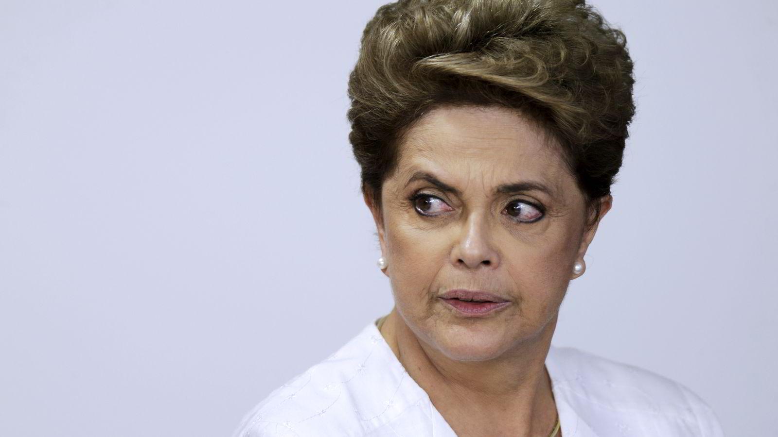 Et flertall av senatorene i nasjonalforsamlingen stemte torsdag for å stille Brasils president Dilma Rousseff for riksrett. Foto: REUTERS/Ueslei Marcelino/NTB SCANPIX
