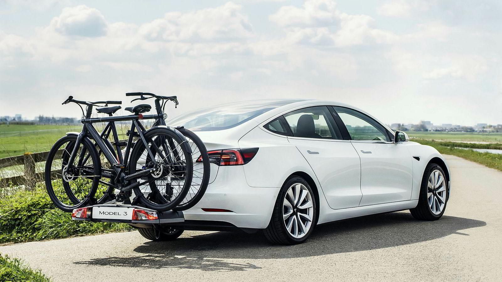 Ryktene har gått lenge. Nå er det klart at Tesla Model 3 får tilhengerfeste.