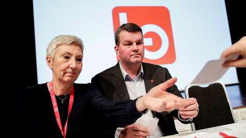 Første nestleder i LO, Peggy Hessen Følsvik, har vært forhandlingsleder for LO-forbundet Handel og kontor. Her med LO-leder Hans-Christian Gabrielsen på LOs representantskapsmøte i forkant av årets lønnsoppgjør.