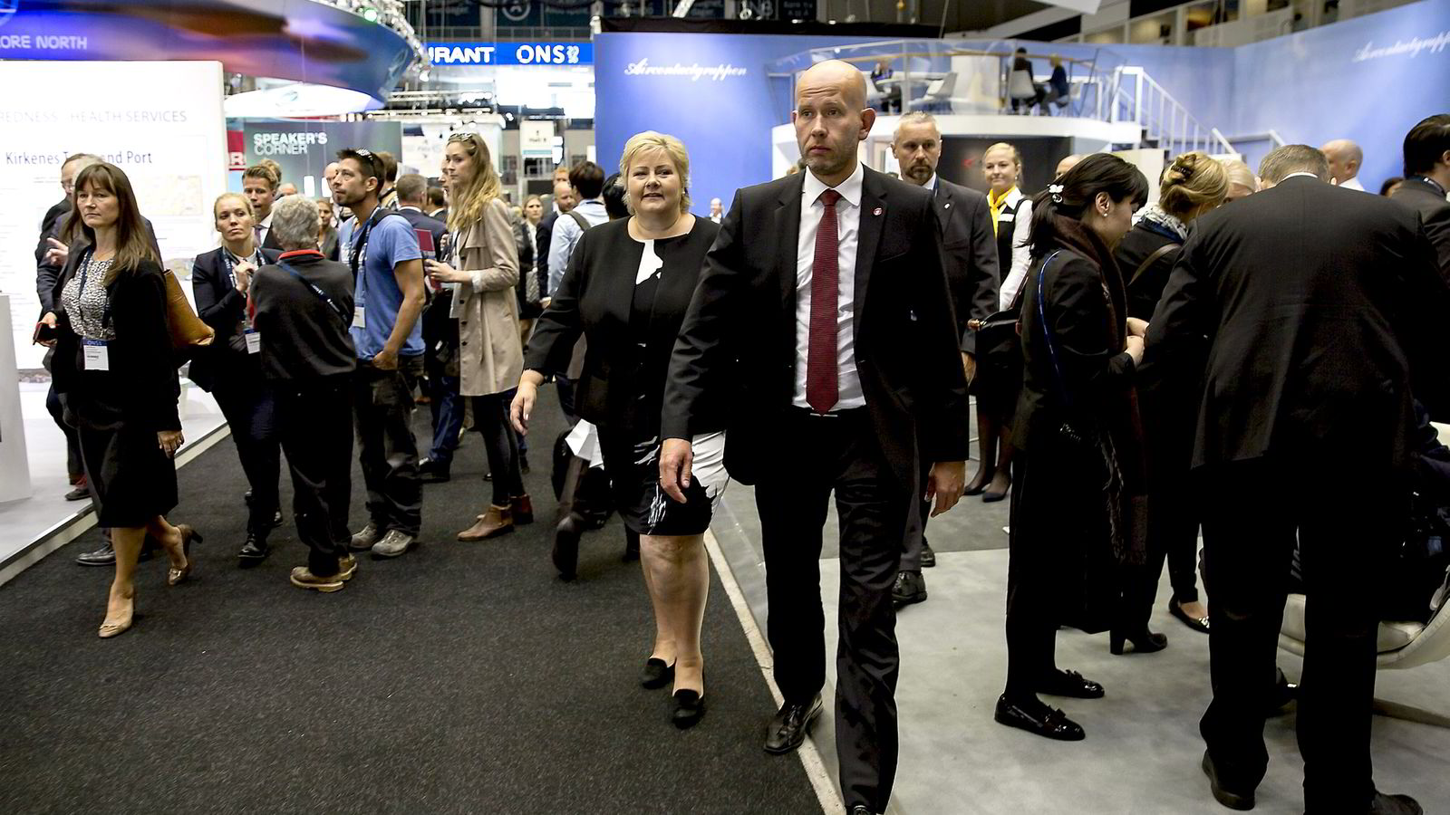 Statsminister Erna Solberg og Olje og Energiminister Tord Lien besøker oljemesssen i Stavanger mandag.