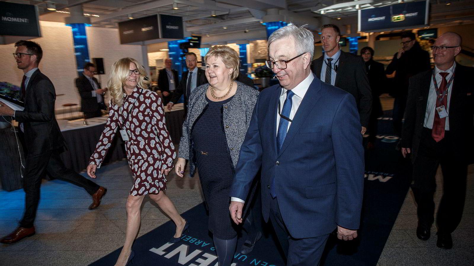 Administrerende direktør i bransjeorganisasjonen Norsk olje og gass Karl Eirik Schjøtt-Pedersen fikk forrige uke besøk av statsminister Erna Solberg under sin årskonferanse. Til venstre styreleder Kristin Færøvik.