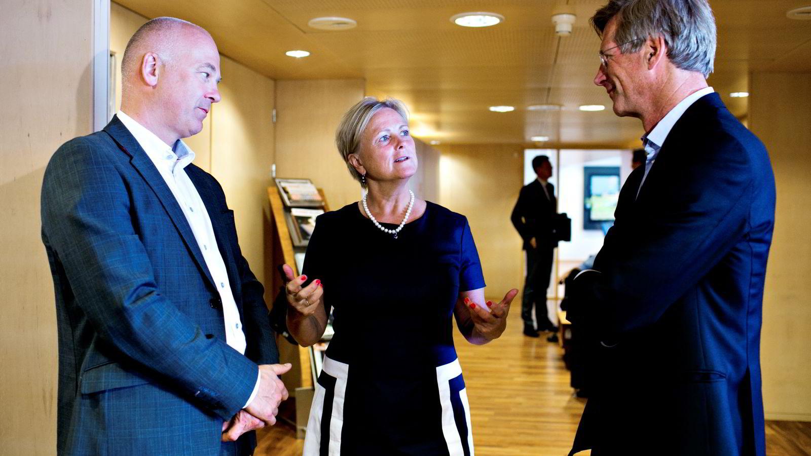 Kulturminister Thorhild Widvey sammen med kringkastingssjef Thor Gjermund Eriksen og NRKs styreleder Birger Magnus. Foto: Anette Karlsen /