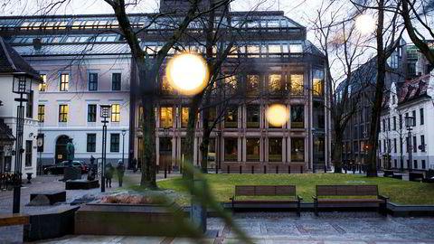 Jeg har sansen for sammenligningen mellom en fagblogg og en åpen plass for alle typer samfunnsinteresserte mennesker. Her fra Bankplassen, som Norges Banks blogg er oppkalt etter.