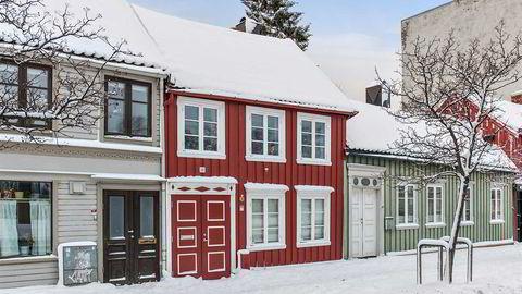Forfatter Anne B. Ragde formidler salget av sin bolig fra 1870 på en utradisjonel måte. Foto: Foto: Privatmegleren v/Stian Hatling