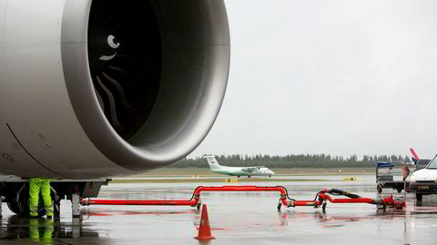 På Oslo lufthavn Gardermoen har pilotprosjektet med biodrivstoff stått i stampe grunnet høye priser og dårlig tilgang på biodrivstoff. Fra høsten av lander en finsk leveranse her.